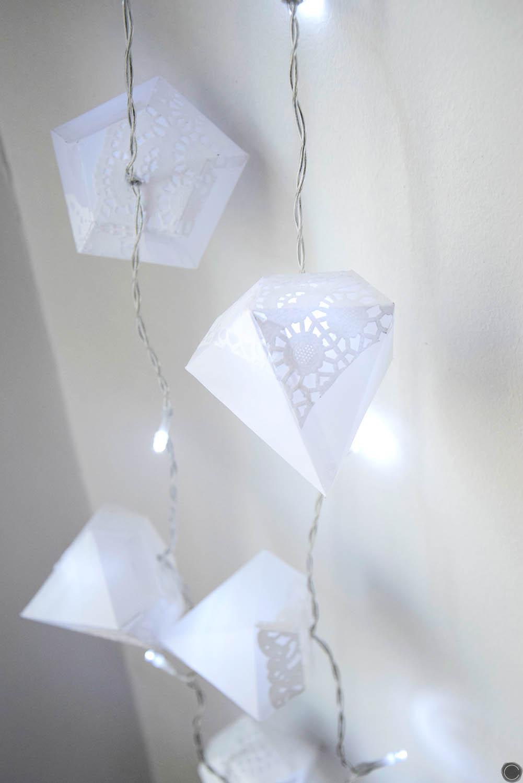 diy d co guirlande lumineuse de diamants en papier. Black Bedroom Furniture Sets. Home Design Ideas