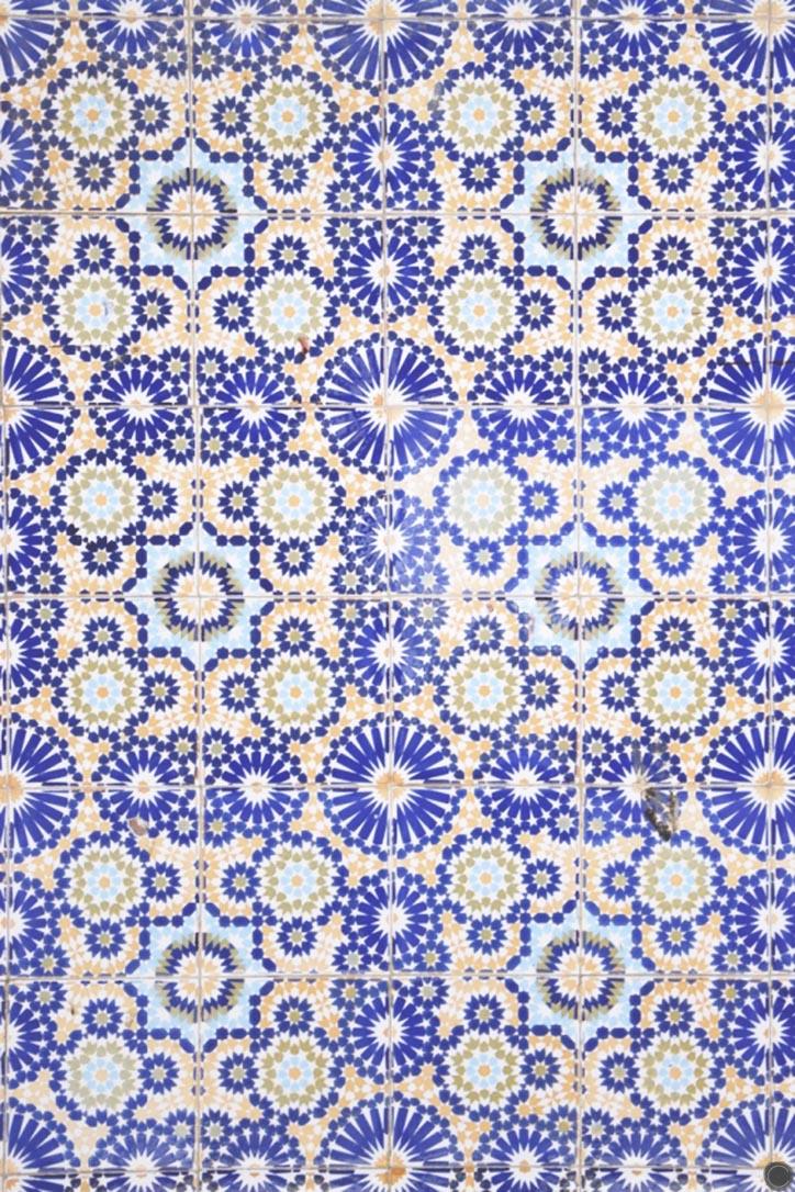 mosaïques colorées à Essouira - C by Clemence