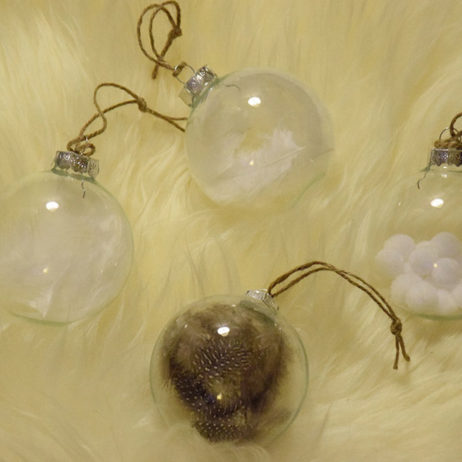 DIY #6 // Déco de Noël : Des boules à plumes pour le sapin