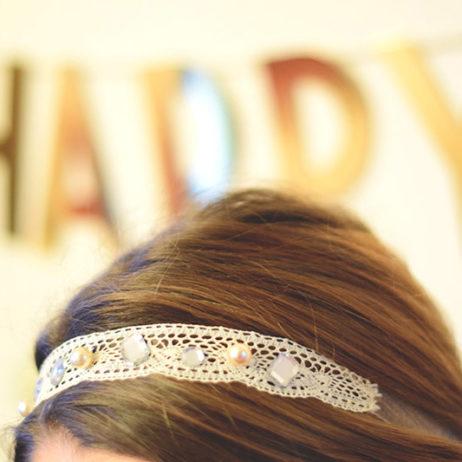 DIY #10 // Mode : Un headband à dentelle, perles et strass