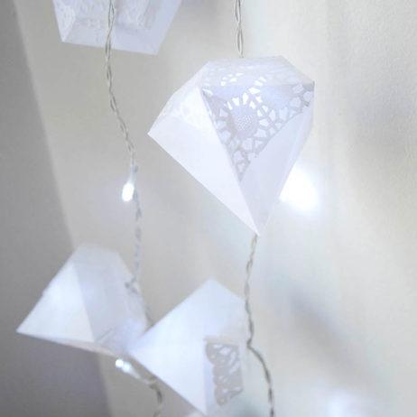 DIY #31 // Déco : guirlande lumineuse de diamants en papier
