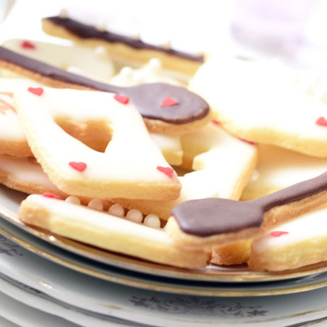 Alice Mad Tea Party : le gâteau à étages et les biscuits sablés [+ free printable]