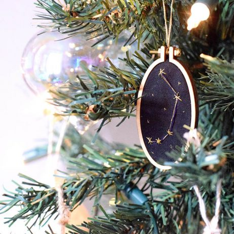 DIY : suspensions « constellations brodées »