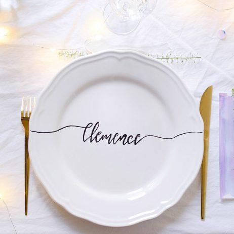Saint-Valentin : DIY des assiettes calligraphiées