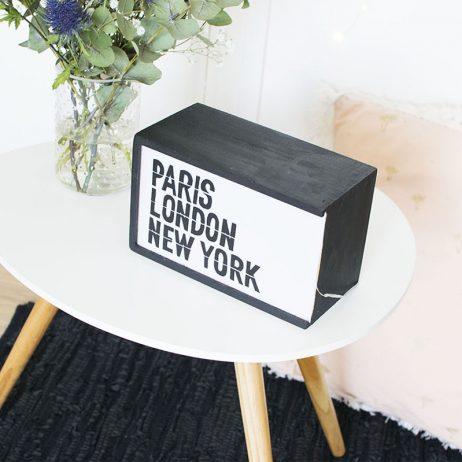 DIY upcycling : une caisse en bois transformée en letterbox lumineuse